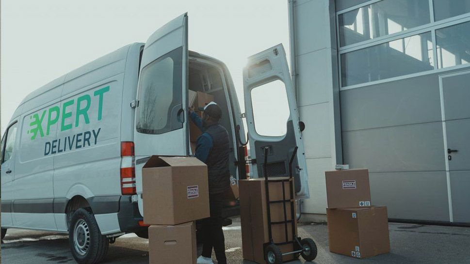 5 reasons why you should hire furniture delivery specialists